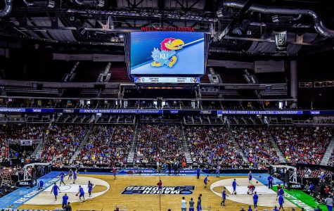 [Courtesy: Wikimedia Commons] University of Kansas practicing for March Madness in 2016